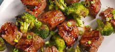 Beef & Broccoli Kebabs Are So Much Better Than Takeout - Grilling Recipes Meat Recipes, Dinner Recipes, Cooking Recipes, Healthy Recipes, Delicious Recipes, Beef Kabob Recipes, Jello Recipes, Grill Recipes, Barbecue Recipes