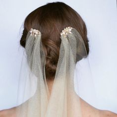 Let's all be Lady Mary with this 1920s style wedding veil with freshwater pearls and vintage beads