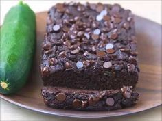Soft, moist, ultra fudgy chocolate zucchini bread, with a full cup of zucchini in the recipe, to add moisture without extra fat and calories! Healthy Chocolate Zucchini Bread, Zucchini Banana Bread, Chocolate Desserts, Healthy Desserts, Fun Desserts, Healthy Muffins, Banana Bread With Oil, Easy Zucchini Recipes, Desserts Sains