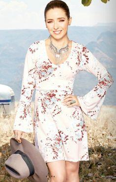Vestido corto por arriba de la rodilla con manga larga. Look casual relajado de Ariadne Diaz. ¿Te gusta? Ariadne Diaz, Cold Shoulder Dress, Dresses With Sleeves, Outfits, Long Sleeve, Clothes, Fashion, Templates, Vestidos