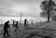 """Photo extraite du livre """"Terres & Paysages, monts et coteaux du lyonnais"""" du photographe Bernard Lesaing.  Si vous voulez plus de renseignements sur Bernard Lesaing et découvrir certaines de ses meilleurs photos, je vous invite à consulter cette page : http://www.declic.photo/magazine/billet/a-28-terres-et-paysages-monts-et-coteaux-du-lyonnais-un-livre-et-une-exposition-de-photographies.html"""