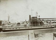 Veerpont/stoompont. De veerdienst Velsen - IJmuiden over het Noordzeekanaal wordt in 1910 onderhouden door de Gemeentelijke Stoompont Maatschappij.