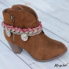 * Wristband handmade for boots. * Boots not included. Fashion Boots, Boho Fashion, Fashion Outfits, Boot Jewelry, Jewlery, Botas Boho, Boho Style Decor, Boot Bling, Decorated Shoes