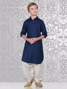 Shop latest boys pathani kurta suits online for 1 to 16 year kids. Buy Latest collection of kids pathani suits sets for wedding, festivals & party wear. Stylish Dresses For Girls, Frocks For Girls, Boys Party Wear, Kids Wear, Kids Kurta Pajama, Pathani Kurta, Boys Kurta Design, Mens Kurta Designs, Baby Boy Dress