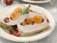 Schweinerollbraten mit getrockneten Aprikosen und Cranberries - smarter - Zeit: 50 Min.   eatsmarter.de