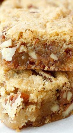 Praline Blondie Recipe Z Oreo Dessert, Cookie Desserts, Dessert Bars, Just Desserts, Delicious Desserts, Brownie Recipes, Cookie Recipes, Dessert Recipes, Kolaci I Torte