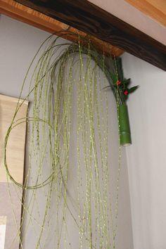 大晦日丁酉正月の飾りつけ New Years Decorations, Nouvel An, Arte Floral, Ikebana, Plant Hanger, Home Accessories, Floral Design, Wreaths, Display