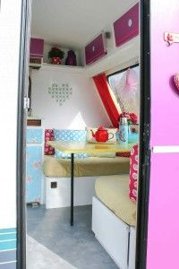 Today you are going to see the most incredible Kitsch caravan makeover in the Netherlands. The bright colours really stand out. After the initial makeover the whole thing was painted white, as the …