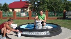 """""""Antyczny styl uzyskaliśmy, malując fontannę najpierw na czarno, a potem przecierając ją na biało"""", pisze Grzegorz Mazur"""