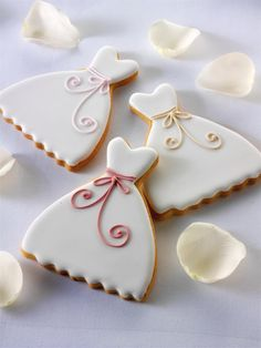 Simple and pretty wedding dress cookies. How to make your own: Cutters: http://www.cakescookiesandcraftsshop.co.uk/wedding-dress-cookie-cutter Icing: http://www.cakescookiesandcraftsshop.co.uk/white-wilton-decorating-icing