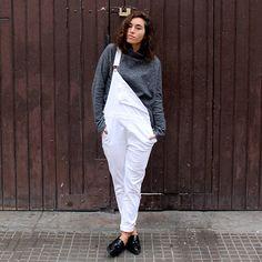 15-colgadas-de-una-percha-blanche-blanco-white-gris-grey-peto-dungarees-mocasines-loafers-b-&-w-negro-black-estampado-geometrico-geometric-print-3