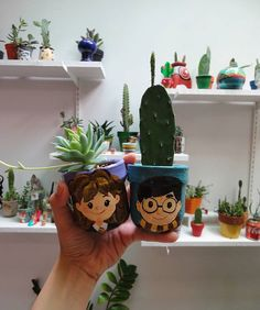 Painted Plant Pots, Painted Flower Pots, Flower Pot Crafts, Clay Pot Crafts, Crafts For Teens, Diy And Crafts, Flower Pot People, Cactus Plante, Diy Plastic Bottle