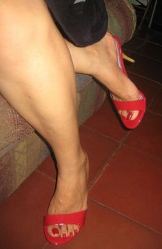 Sexy Legs And Heels, Sexy High Heels, Gorgeous Feet, Beautiful Legs, Actress Feet, Pantyhose Heels, Nylons, Feet Show, Thick Girl Fashion