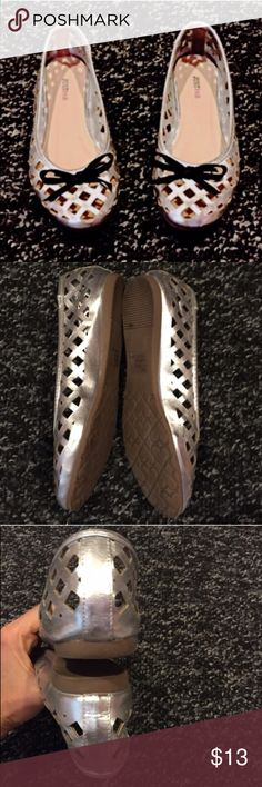 """Adorable silver caged bow tie flats Size 7, true to size. Measures 9.5"""" in length. Worn once, great condition. Bundle to save! NO TRADES, no modeling. REASONABLE offers welcome via offer button. JustFab Shoes Flats & Loafers"""