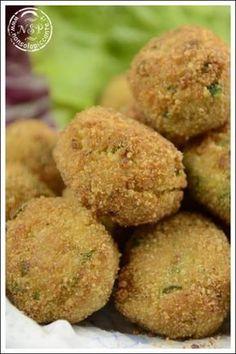 Polpette di quinoa alle zucchine - http://www.nonsolopiccante.it/2013/04/23/polpette-di-quinoa-alle-zucchine/