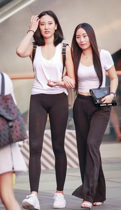 White camisole with black leggings beauty Little Girl Leggings, Girls In Leggings, Yoga Pants Girls, Black Leggings, Cute Asian Girls, Beautiful Asian Girls, Mode Outfits, Sexy Outfits, Moda Masculina