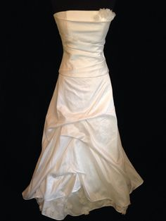 lambert creations style laurs strapless bodice and a line ivory skirt sample size 14 French Wedding Dress, Two Piece Wedding Dress, Wedding Dresses With Flowers, One Shoulder Wedding Dress, Floral Wedding, Affordable Wedding Dresses, Wedding Dresses For Sale, Wedding Dress Styles, Designer Gowns