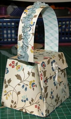 Libby Stampz: Tuesday Tutorial - A Little Purse , made with one sheet of 12 x 12 designer paper and is big enough to hold 3 x 3 note cards!  Nice to find a USEFUL little purse that is easy to make.