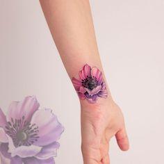Explosion of Colors: Beautiful Watercolor Tattoos by Koray Karagözler - KickAss Things Mandala Rose Tattoo, Flower Wrist Tattoos, Flower Tattoo Back, Flower Tattoo Shoulder, Feather Tattoos, Tattoo Flowers, Poppies Tattoo, Best Tattoos For Women, Trendy Tattoos
