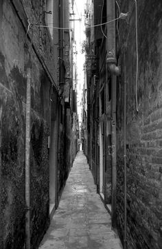Narrow Venetian alley. Bari, Italy Winter, Italy Architecture, The Merchant Of Venice, Italy Pictures, Italy Honeymoon, Most Beautiful Cities, Beautiful Things, Italy Painting