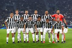 Juventus pose for a team photo prior to the UEFA Champions League group D match between Juventus and FC Barcelona at Allianz Stadium on November 22, 2017 in Turin, Italy.