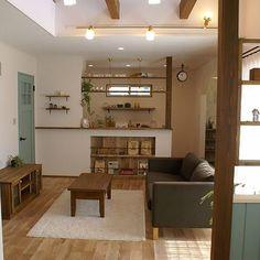 Koujiさんの、Overview,照明,ナチュラル,カフェ風,オーダーメイド,オーク材,吹抜け梁,飾り棚ディスプレイ,ドキドキがとまらなーい!,板張りの壁,デザインガラス,足場板古材,アーチ垂れ壁,ドレッシングテーブルブルー,異形鉄筋,柿渋塗装,オンリーユーホーム,わくわくが止まらない!,オサレなお部屋に憧れるぅー☆,自然素材の家,マガジンニッチ,吹抜け窓,吹抜けのあるリビングについての部屋写真 Interior Design Living Room, Living Room Designs, Living Room Decor, Interior Decorating, Bedroom Decor, Shop Counter Design, Zen Furniture, Wood Interiors, Small Rooms