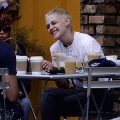 """""""Mi piace"""": 61, commenti: 2 - kristen stewart (@stewslays) su Instagram: """"LOOK AT THIS CUTE LIL' RAE OF SUNSHINE AND HOW HAPPY STELLA MAKES HER I'm so thankful that Kris…"""""""