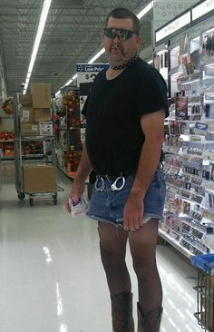 35 Images From Walmart Fashion Show. We as a whole need to go to Walmart for shopping now and again. Funny Walmart Pictures, Walmart Funny, Go To Walmart, Only At Walmart, Funny Pics, Funny People Pictures, Walmart Photos, Fashion Fail, Fashion Show