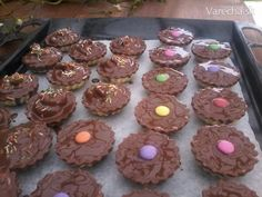 Plnené košíčky - Recept Christmas Goodies, Christmas Baking, Cakes, Desserts, Food, Tailgate Desserts, Deserts, Mudpie, Cake