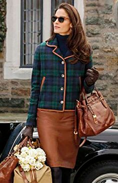 ideal outfit with ralph lauren brown leather pencil skirt and blackwatch tartan blazer very posh Beauty And Fashion, Look Fashion, Fall Fashion, Curvy Fashion, Fashion News, Fashion Trends, Mode Style Anglais, Mode Bcbg, Fashion Moda