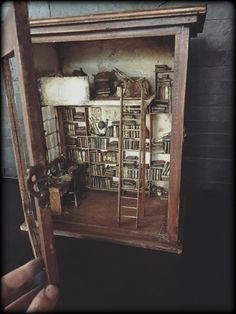 Miniature Library vintage Cristina Hampe https://www.facebook.com/Mini-Mini-Cristina-Hampe-Miniatures-340566636114551/