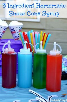 Make your own snow cones at home with this easy 3 ingredient snow cone syrup recipe that costs pennies to make! Frozen Desserts, Frozen Treats, Oreo Cheesecake, Snow Cone Stand, Oreo Torte, Pop Sicle, Sno Cones, Homemade Syrup, Gelatine
