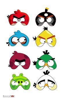 Mascaras de Angry Birds como parte de las ambientacion mientras llegan todos los invitados. #FiestaAngry Birds