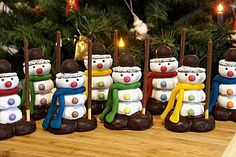 snowmen- Schneemänner Snowmen (recipe with picture) by Toffi-Fee Clay Christmas Decorations, Christmas Snacks, Kids Christmas, Christmas Gifts, Christmas Ornaments, Holiday Decor, Holiday Cookies, Holiday Desserts, Quick Crafts
