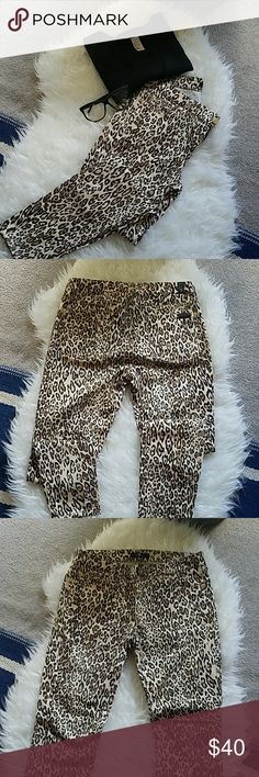 Leopard pants like new Beautiful leopard pants 7 for All 7 For All Mankind Pants Skinny
