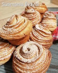 A muffin és a croissant házasságából született, rendkívül mutatós, kívül roppanós, belül pihe-puha, nagyon finom péksüti. Ez a cruffin. A siker nem mara Muffin Recipes, Bread Recipes, Cookie Recipes, Sweet Desserts, No Bake Desserts, Delicious Desserts, Savoury Finger Food, Finger Foods, Bread Dough Recipe