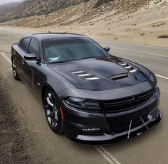 This is the greatest coolest car I ever seen in my entire life. Its a Charger. Us Cars, Sport Cars, Dodge Charger Hellcat, Dodge Charger 2017, Dodge Srt8, Dodge Challenger, Carros Audi, Dodge Vehicles, Charger Rt