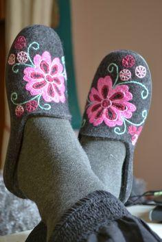 mönster+yllebroderier | Klara...yllebroderi på ylle tofflor, jag får använda de nästa år!
