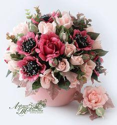 Букеты из конфет в НОВОСИБИРСКЕ Twine Flowers, How To Wrap Flowers, Diy Flowers, Vintage Flowers, Flower Vases, Paper Flower Art, Paper Flowers Craft, Crepe Paper Flowers, Flower Crafts