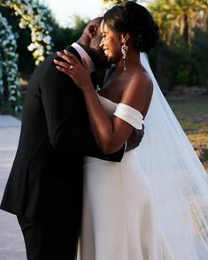 Discover latest Idris Elba Wedding trends, Idris Elba news, style and other ideas to try. Get updated with all Idris Elba Wedding news and latest articles including celebrities, fashion, hot trends and much more! Secretly Married, Married Men, Married Life, Pippa Middleton, Idris Elba Married, Charlotte Casiraghi, Idriss Elba, Princesa Eugenie, Grace Kelly