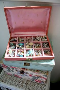 Cute old jewelry boxes and baubles, I remember these..now I will have to add them to my list of what to look for at tag sales