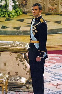 FELIPE VI ist der König von Spanien sein Vater heisst Juan Carlos und seine Frau Leticia.