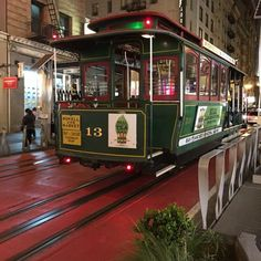 San Francisco Cable Car 2 Nite #amazing #ride #cool #fun #sf #california #monday #monterrey #vacation #vacaciones #risas #trip #viaje #tired #goodtimes #turismo #longday #city #friends #party #pic #nature #travel #awesome by horadelviaje