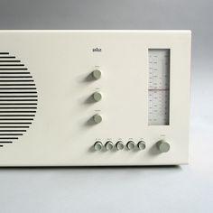 Braun Tischsuper RT 20 - 1961, Design: Dieter Rams, RC31, buche/weiß oder birnbaum/graphit