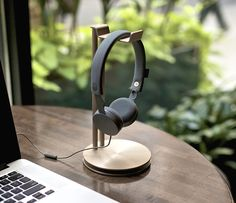 HeadStand in rose gold announced on Hifipig.com Get more on this plus all the latest hifi news and hifi reviews by clicking through now!  #hifi #hifinews #hifireviews #digthepig