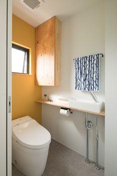 黄色のアクセントクロスと窓からの光が明るさをもたらす空間 #ルポハウス #設計事務所 #工務店 #設計士 #注文住宅 #デザイン住宅 #自由設計 #マイホーム #お家 #新築 #家づくり #間取り #施工事例 #滋賀 #おしゃれな家 #インテリア #トイレ #アクセントクロス #黄色 House Plans, Cabinet, Bathroom, Storage, Furniture, Home Decor, Laundry, Kitchen, Instagram