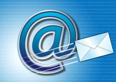 Año 1971. Ray Tomlinson, un ingeniero americano creó el correo electrónico. Era la época de Arpanet, la antecesora de Internet, y el invento de Tomlison se usó para enviar mensajes dentro de esa red. Tomlison eligió el símbolo @ (arroba) para especificar el destinatario del mensaje. Con la masificación de Internet, la creación se hizo indispensable. El correo electrónico también revivió el género epistolar. Así una pareja de novios puede escribirse correos electrónicos