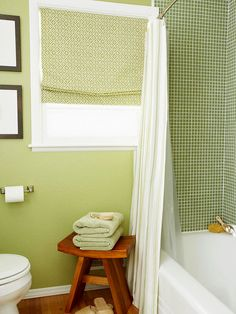 Green bathroom.  Love the tiles.  Love the curtains.  Love that the colours are almost the same but not quite, yet still work really well.