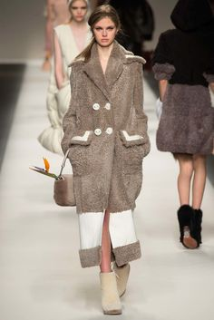 Fendi Fall 2015 Ready-to-Wear Fashion Show - Lily Donaldson
