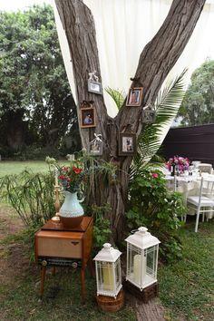 5 aspectos básicos a considerar antes de elegir la decoración del gran día. #Matrimoniocompe #Organizaciondebodas #Matrimonio #TipsNupciales #CaminoAlAltar #MatriPeru #BodaPeru #DecoracionDeMatrimonio #DecoracionConFloresParaBodas #CartelesParaMatrimonios #CartelesDeAmor Ladder Decor, Around The Worlds, Photo And Video, Instagram, Home Decor, Wedding Decoration, Love Posters, Outdoor Weddings, Decoration Home